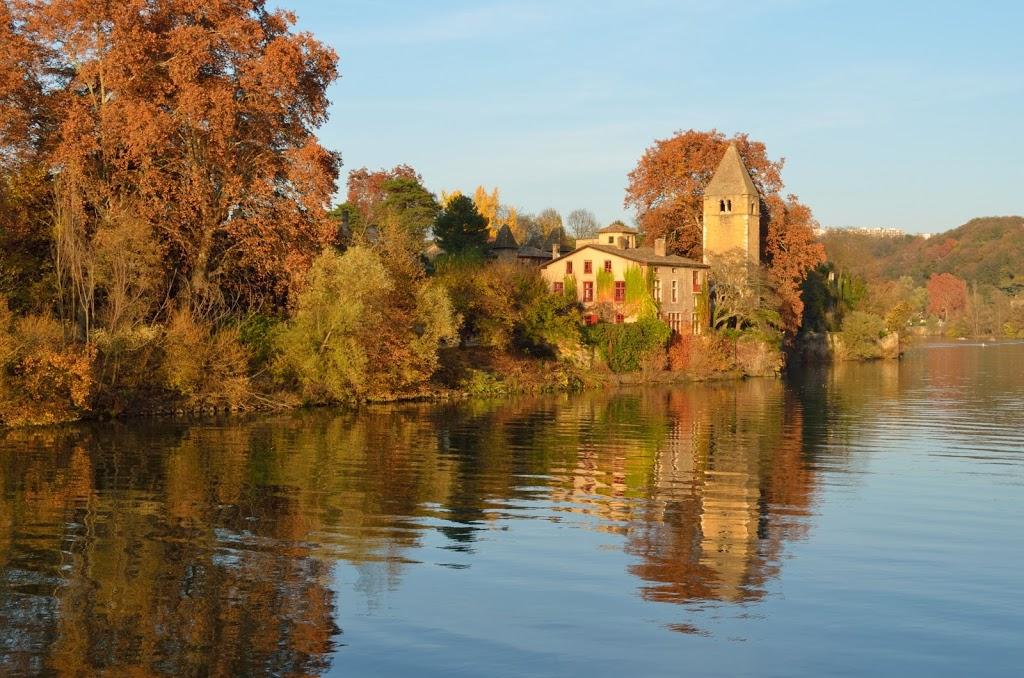 En France aussi : Au milieu coule la rivière…