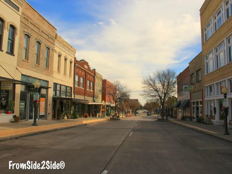 Balade dans les rues désertes de McKinney, Texas